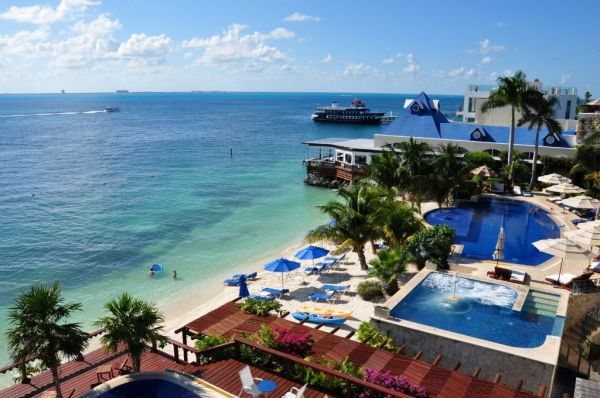 12 lavish luxury hotels promise opulence hidden away from for Stunning hotels