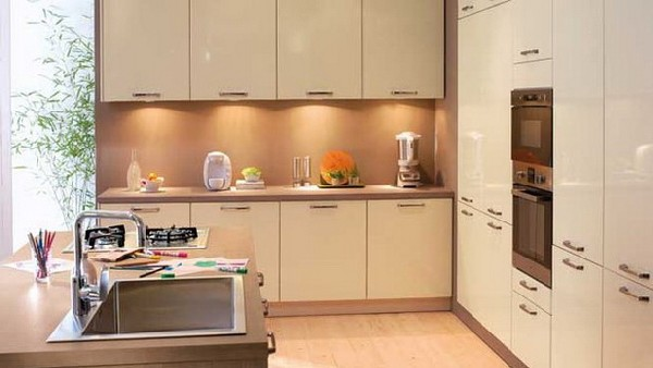 Contemporary kitchen collection from conforama for Beautiful modern kitchens