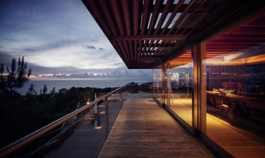 Casa La Atalaya: Contemporary California Beach House Sizzles in Stone
