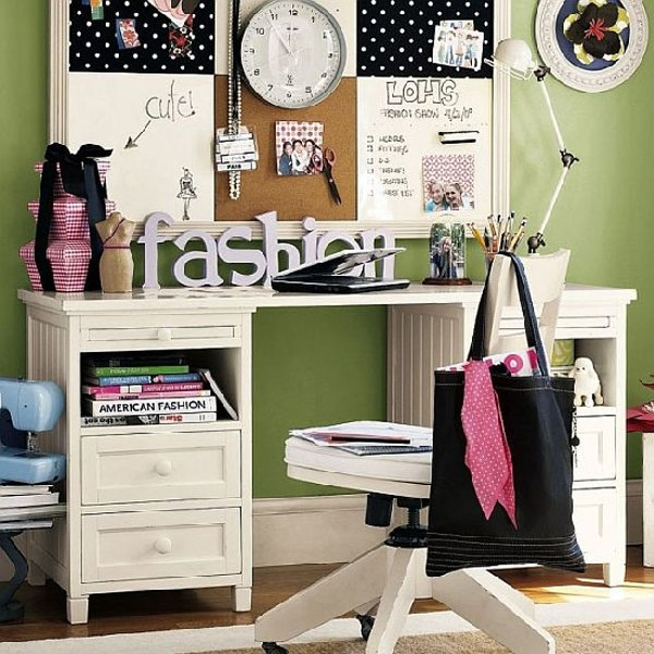 Compact teen work space for those with an eye on fashion