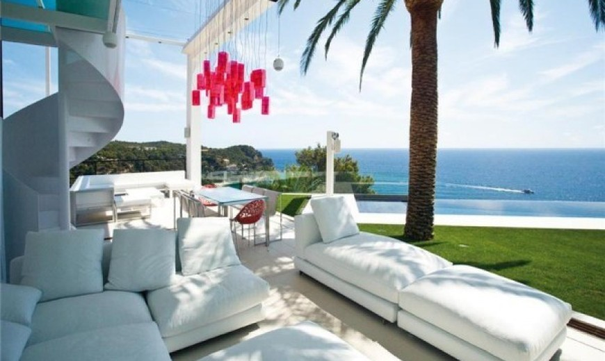 Contemporary Spanish Home Integrates Stylish Interiors With the Scenic Mediterranean