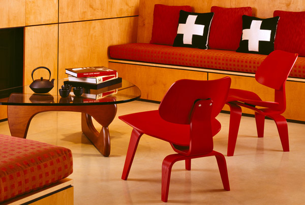 Den-Eames-Molded-Plywood-Chair1