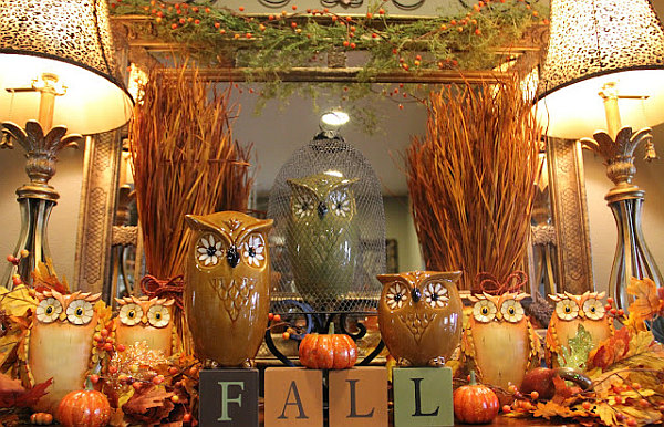 Fall colors tied into your decor Beautiful Autumn Décor for Your Walls