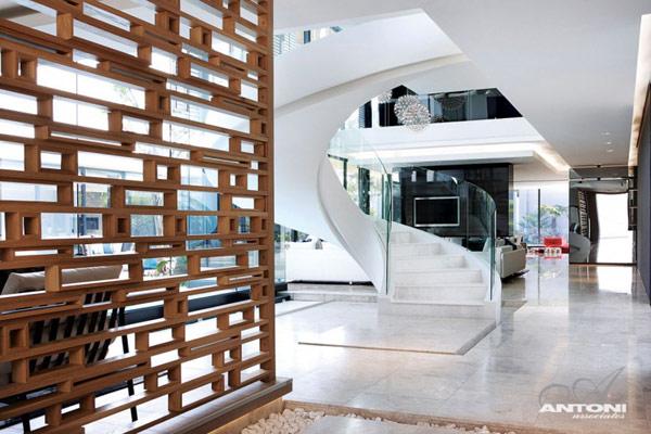 Opulent-modern-home-in-Houghton-living-room-decor