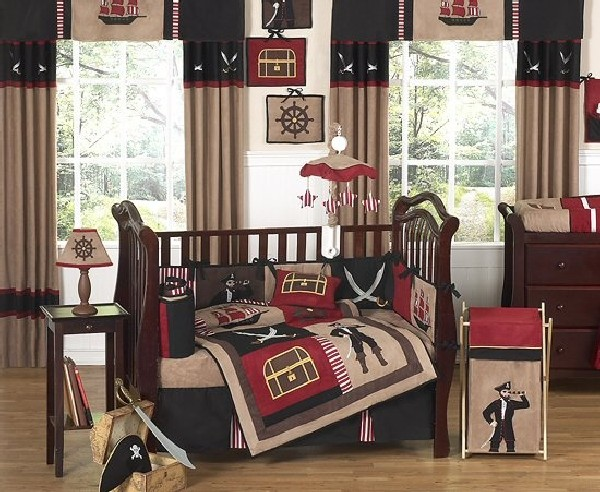 Pirate bedding in vivid print to cheer up your little boy