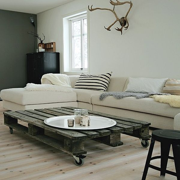 Raw coffee table Served on a Wooden Platter: 3 DIY Wooden Pallet Projects