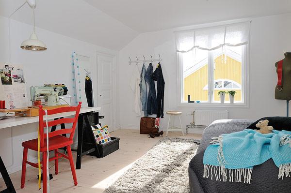 Small Attic apartment – white bedroom decor