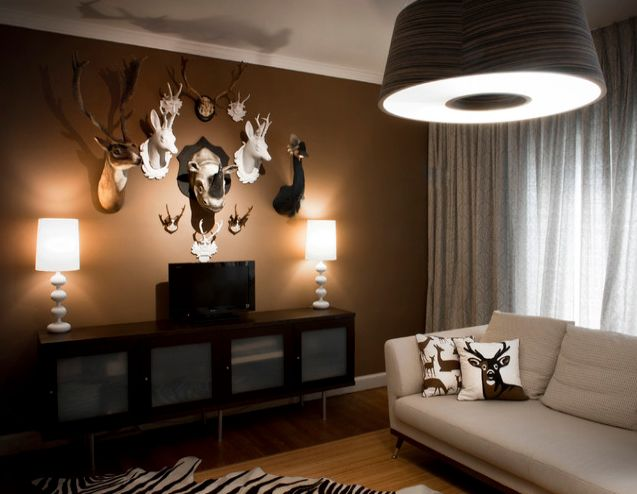 Sophisticated, hunting-inspired man cave decor