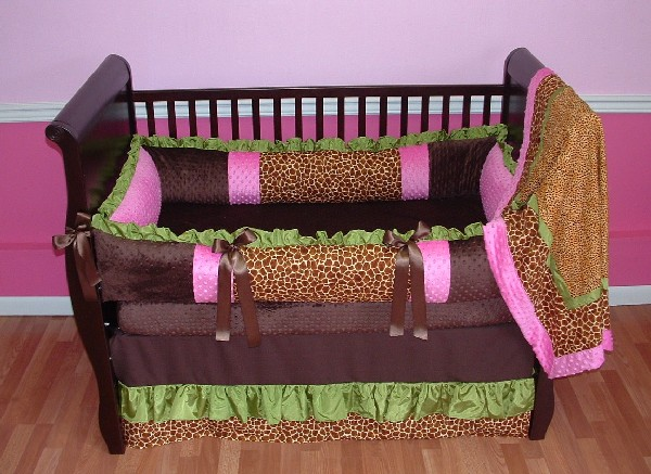 Stylish-Safari-baby-bedding-perfect-for-the-natural-themes