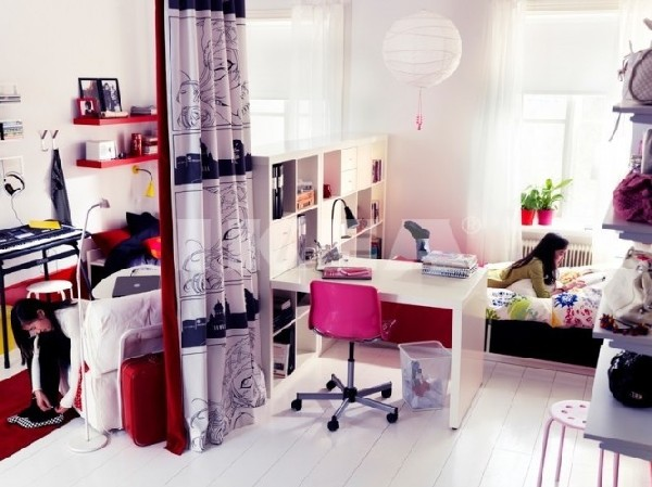 Teen girl bedroom with work space in pink and white