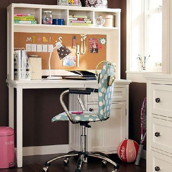 Teen-girls-work-space-in-simple-shades