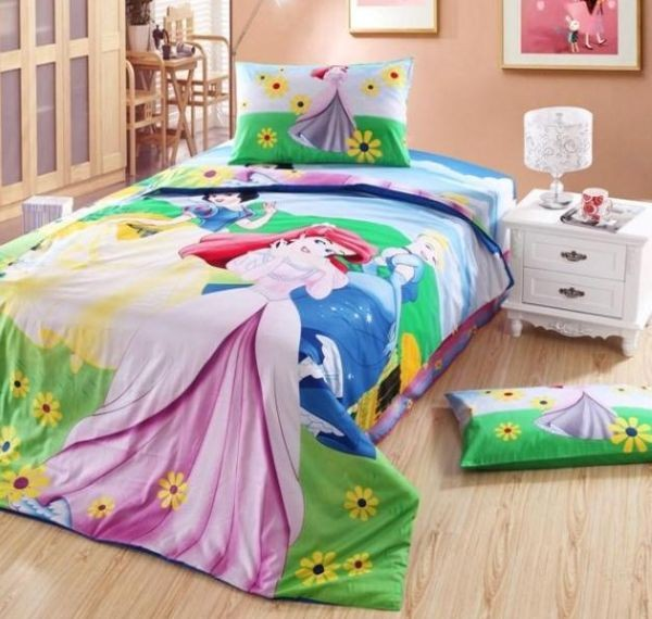 Twin bedding set for girls with disney princesses