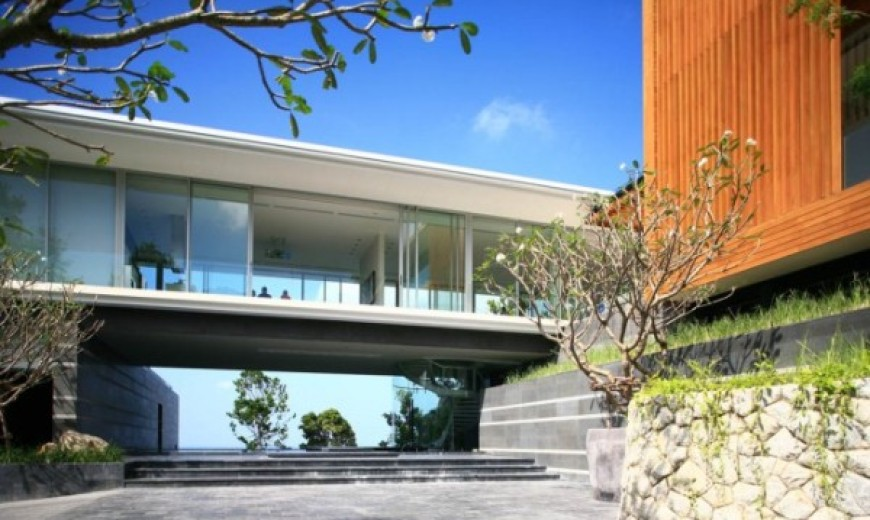 Modern Villa Mayavee in Thailand captivates with fluid charm!