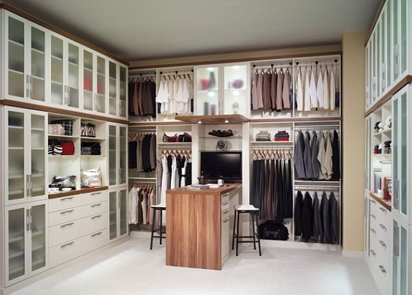 Master closet design ideas for an organized closet for Best walk in closets in the world