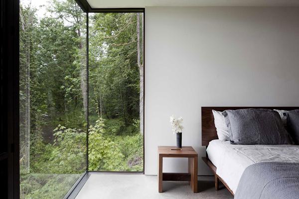 bedroom design in woods cabin