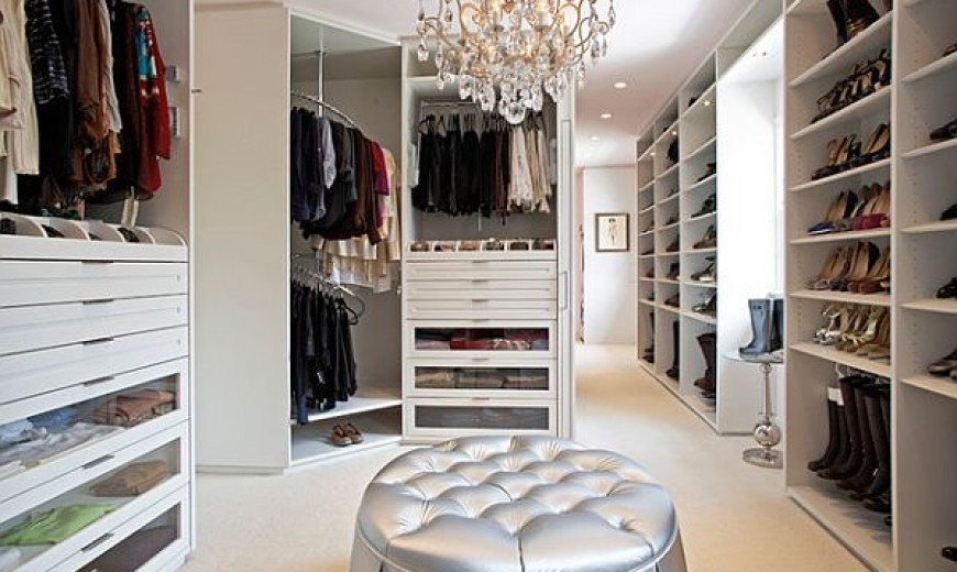 https://cdn.decoist.com/wp-content/uploads/2012/10/white-modern-walk-in-closet-870x520.jpg