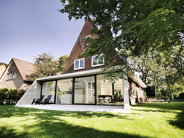 Amsterdam house Classic Amsterdam SH House Gets a Contemporary Makeover in Glass