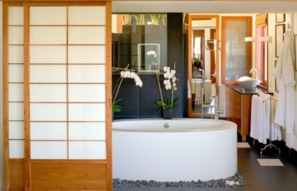 View In Gallery Black Granite Japanese Bathroom ...