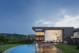 Casa HS: Prolific contemporary home sits proudly inside a Brazilian Golf Course