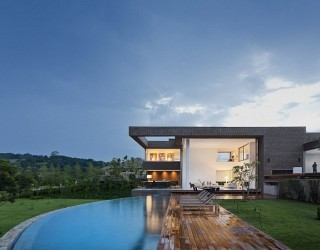 Casa HS: Prolific contemporary home sits proudly inside a Brazilian Golf Course