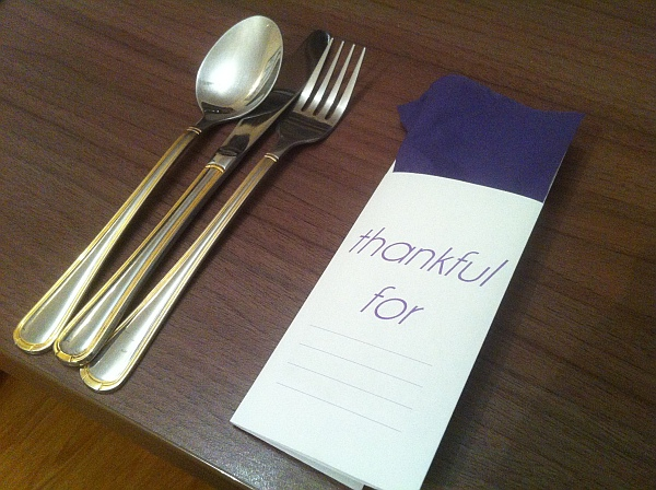 Creative DIY Thanksgiving Table Setup for Your Utensils
