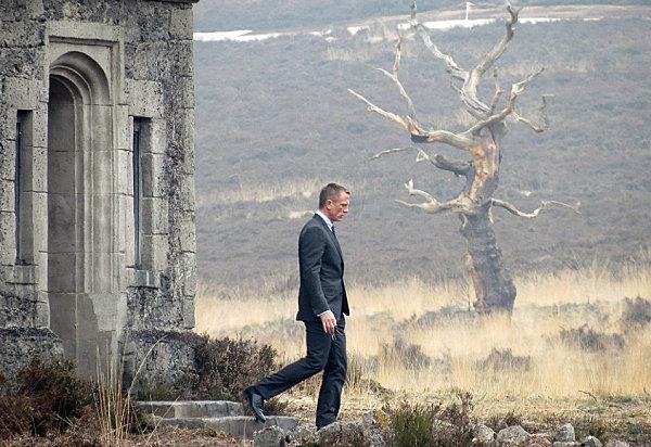 Daniel Craig exits Skyfall Estate