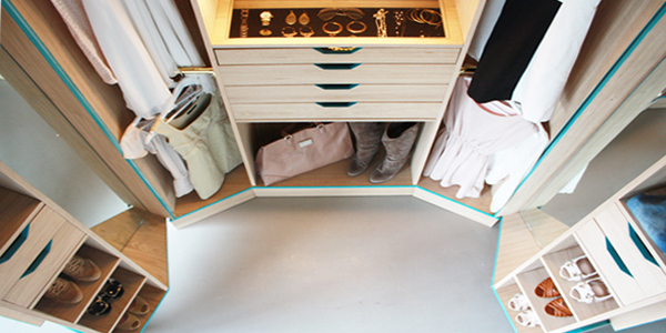 Ergonomic Walk In Closet Opens Up Into A Stylish Mini ...