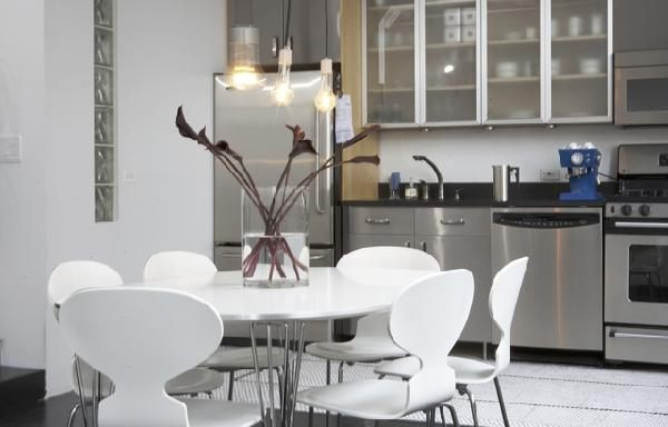 View In Gallery Lacquer Table And Chairs For The Kitchen. The Image ...