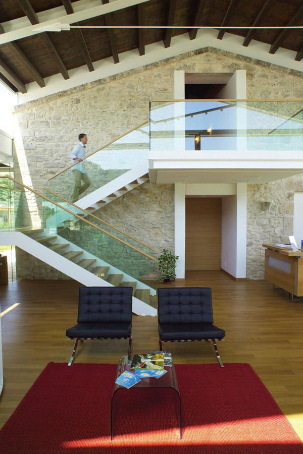 Mies-Van-Der-Rohe-Barcelona-Chair-2