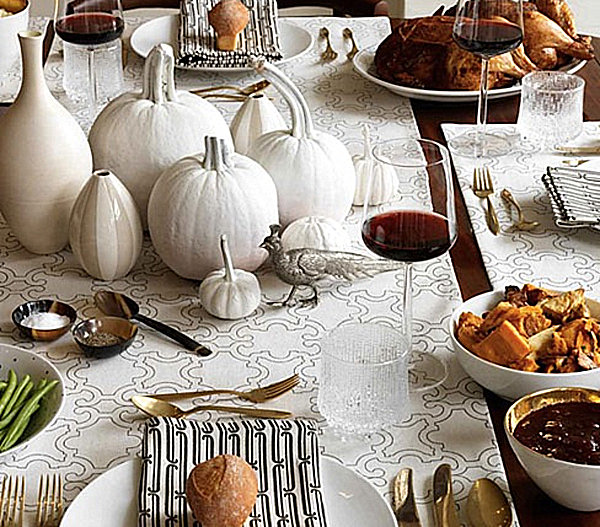 Monochromatic Thanksgiving place settings 12 Stylish Thanksgiving Table Setting Ideas