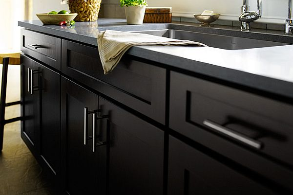 Shaker style furniture for your kitchen cabinets for Black kitchen cabinets