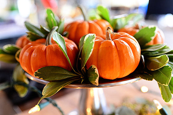 Simple and classic Thanksgiving centerpiece 12 Unique Thanksgiving Decoration Ideas
