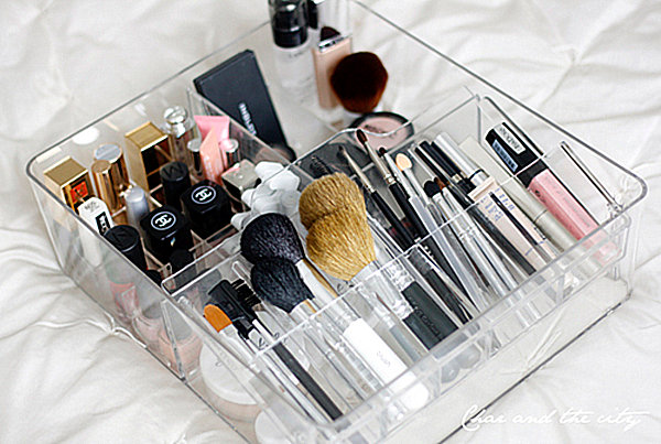 Square-shaped makeup organizer