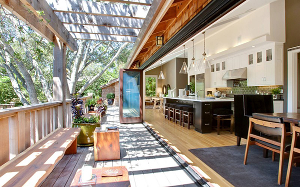 Summer kitchen Cool House in California Stuns With Lavish Interiors and Open Kitchen Space