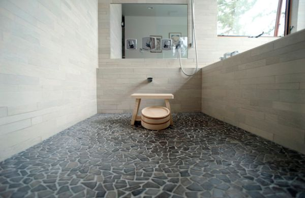 Traditional japanese bath with beautiful pebble stone for Bathroom ideas japanese