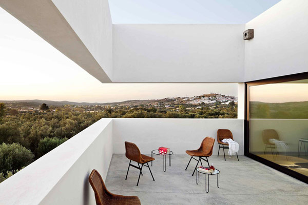 Luxury villa in portugal adds a touch of contemporary for Luxury balcony design
