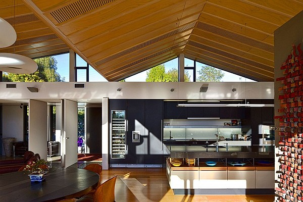 Mountain range home in new zealand captivates with undulating rooftop - Maison mountain range irving smith jack ...