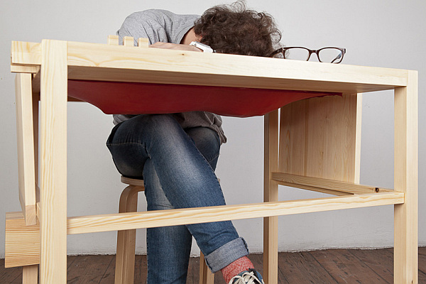 desk-with-latex-support-for-sleeping