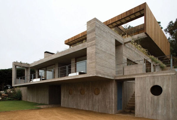 Minimalist home design blends with the beautiful scenery el pangue house - Casas de madera y cemento ...