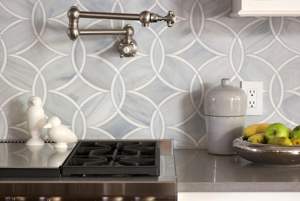 Backsplash Designer choosing a kitchen backsplash to fit your design style
