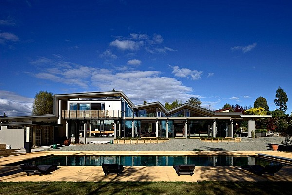 Mountain range home in new zealand captivates with - Maison mountain range irving smith jack ...