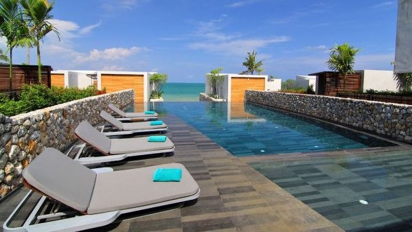 pool-with-sea-view