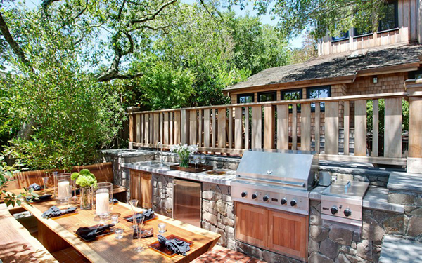 summer-kitchen-with-barbecue-and-beautiful-dining-table