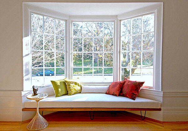 View in gallery 50s Modern-style bay window seat