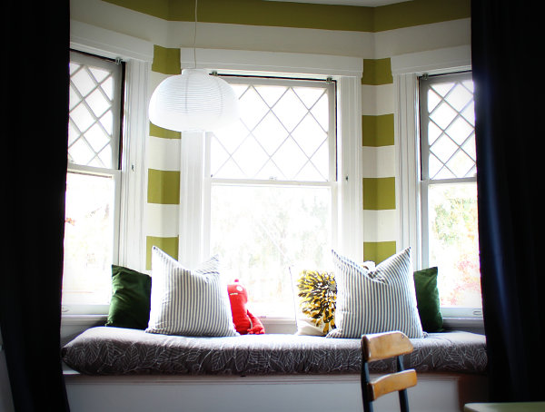 Bay window seat for a children's bedroom