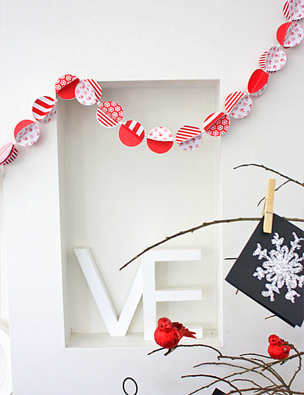 Christmas paper garland 12 DIY Christmas Garlands That Celebrate Holiday Cheer