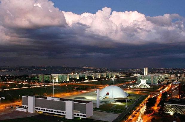 Esplanade of Ministries featuring Niemeyer architecture