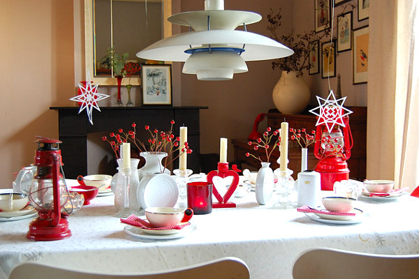 Festive holiday table decor in shades of red