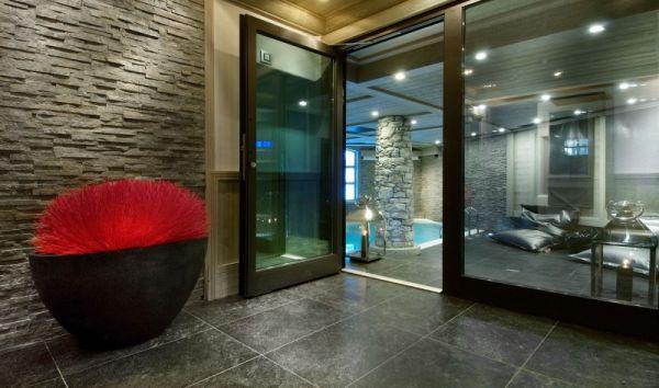 Glassy-gateway-to-the-interior-pool