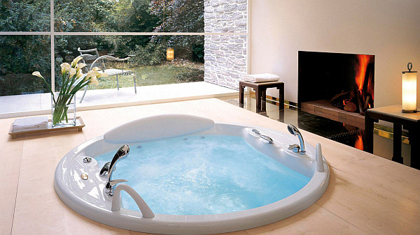Creating an indoor luxury spa room at home - Jacuzzi para interior ...